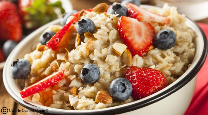 Oatmeal with fresh fruits