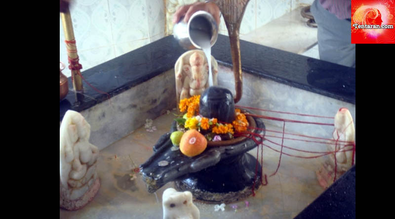 The correct way to offer Jal on Shivalingam