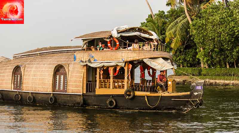 Explore the Alleppey Backwaters on a houseboat