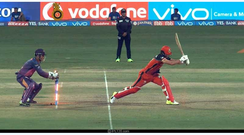 dhoni behind stumps